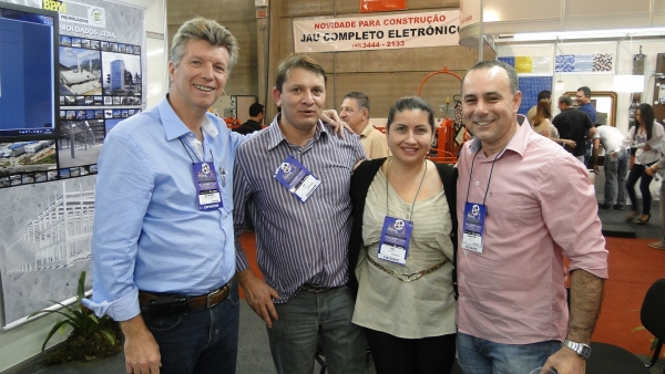 Neste momento eu, o Alcir e a Silvia, recebemos o Claudinei Rebelo, ex-colega na BPM, e hoje empresário no ramo de software para gestão, na BEE TECNOLOGIA, nossa parceira.