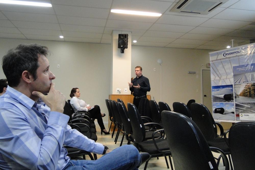 Daniel Segato da PHILIPS apresentou benefícios e análise econômica