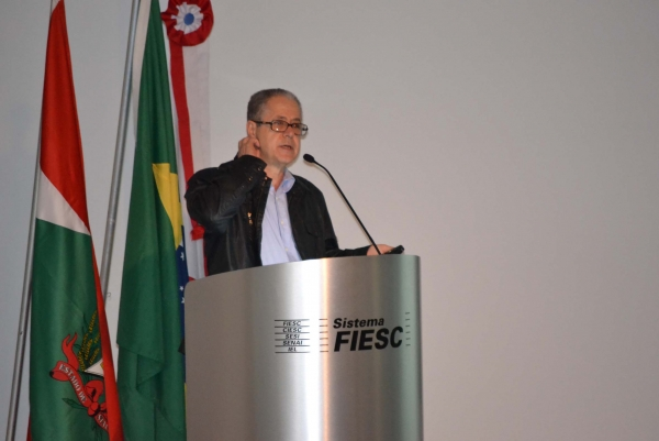 Mounir Khalil em sua palestra sobre a evolução dos pré-fabricados