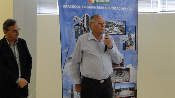 Eng. Jair Savi, presidente do SINDUSCON-CRICIÚMA, também prestigia o evento e dá a boas vindas aos convidados.