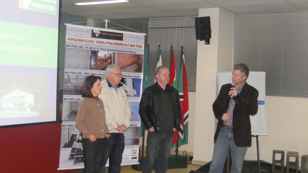 Eng. Adalberto da THIEL ENGENHARIA agradece a presenca dos convidados e dos representantes do SINDUSCON, ASCEA e BRASECOL