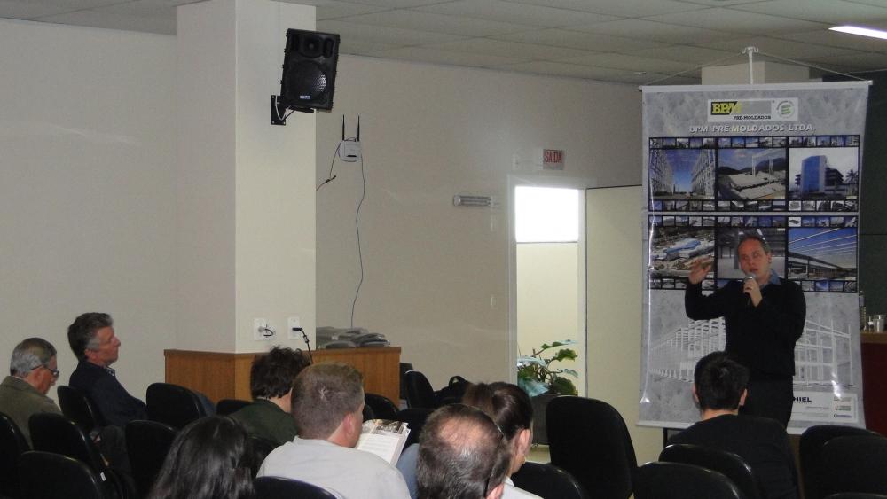 Comentou sobre as vantagens da utilização da Plataforma BIM - Building Information Modeling, de forma pioneira pela BPM na indústria de pré-fabricação