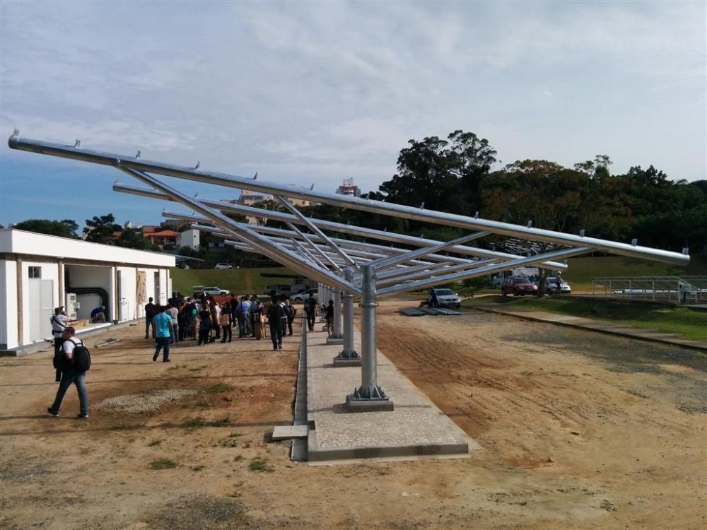 Usina ELETROSUL Fpolis - Estrutura p/ Painéis fotovoltaicos no estacionamento de veículos