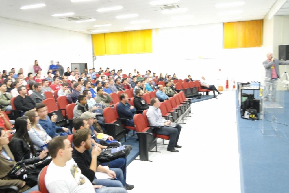 Abertura do evento pelo Coordenador do Curso de Engenharia Elétrica - ENG. MARCO AURÉLIO TAVARES BARROS