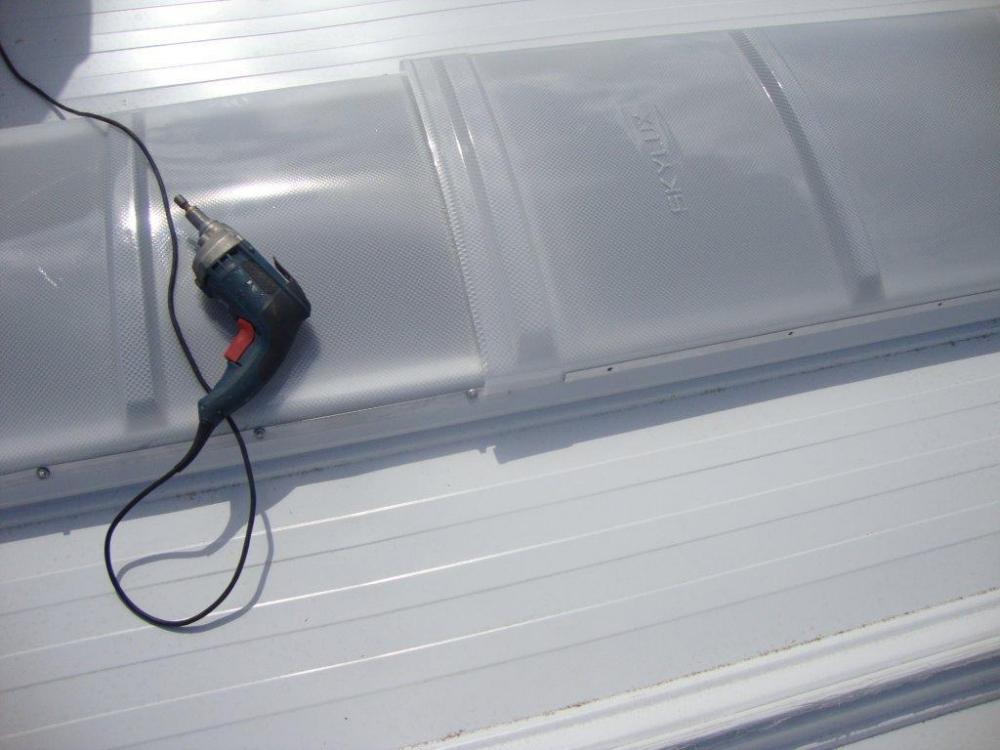 Fixação dos domos de policarbonato prismático