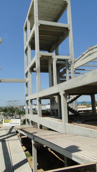 Torre de Reservatórios, elevadores e escadas
