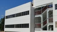 Fachada fundos - Detalhe externo da escada pré-fabricada