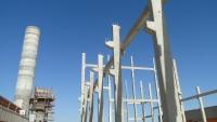 Ao fundo, segue a concretagem contímua do segundo silo de um total de 4 silos com altura de 35 m