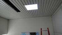 Vista do teto após instalação da lente de policarbonato prismático