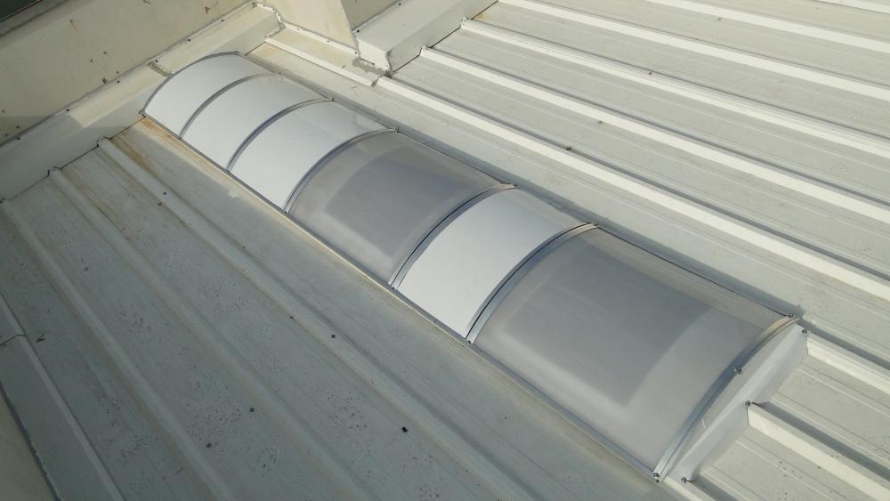 Vista superior dos domos em policarbonato prismático